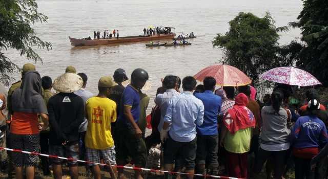 В Тайланде затонул паром с туристами