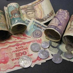 доллары в Индонезии