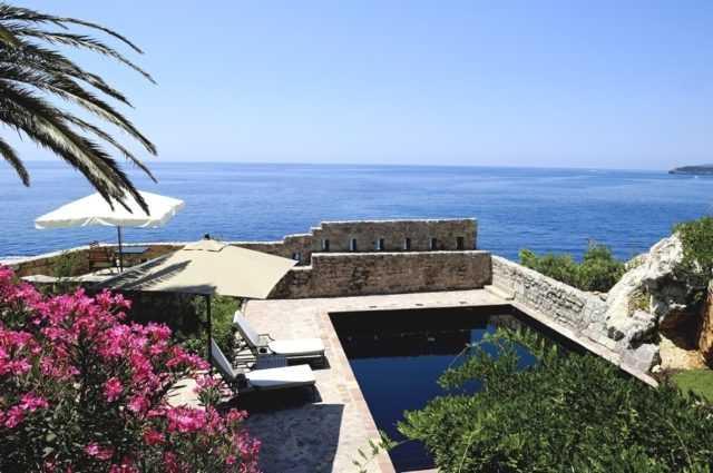 Отель на острове Свети Стефан закрывается