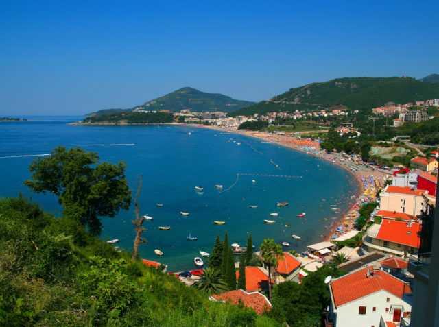 Что лучше снять для отдыха с друзьями : отель или частный сектор в Черногории