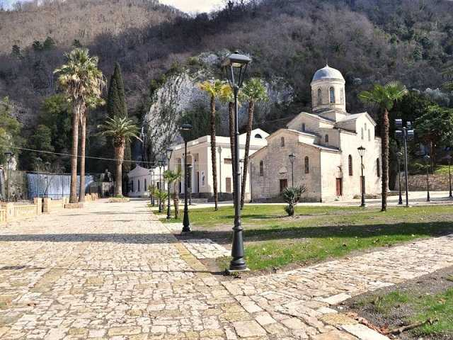 Храм и грот Симона Кананита