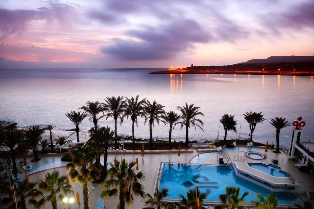 Куда поехать на море в августе - Аура - Курорты Мальты