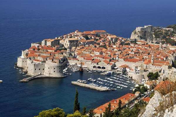 куда поехать на отдых в августе Бар - Курорты Черногории