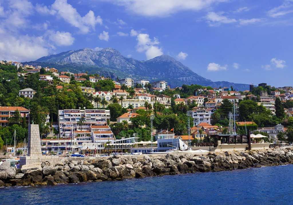 август в Герцер-Нови - Курорты Черногории