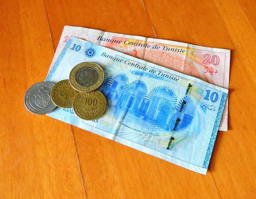 Бумажные и металлические деньги Туниса